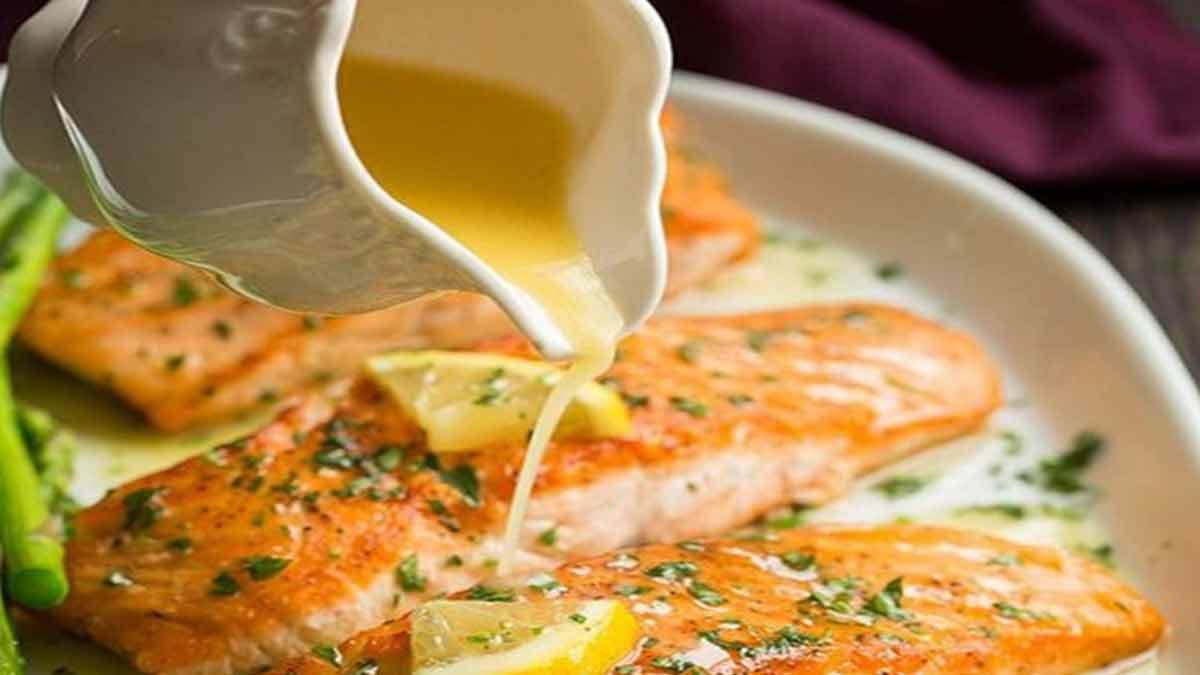 saumon à la sauce au beurre parfumé ail-citron