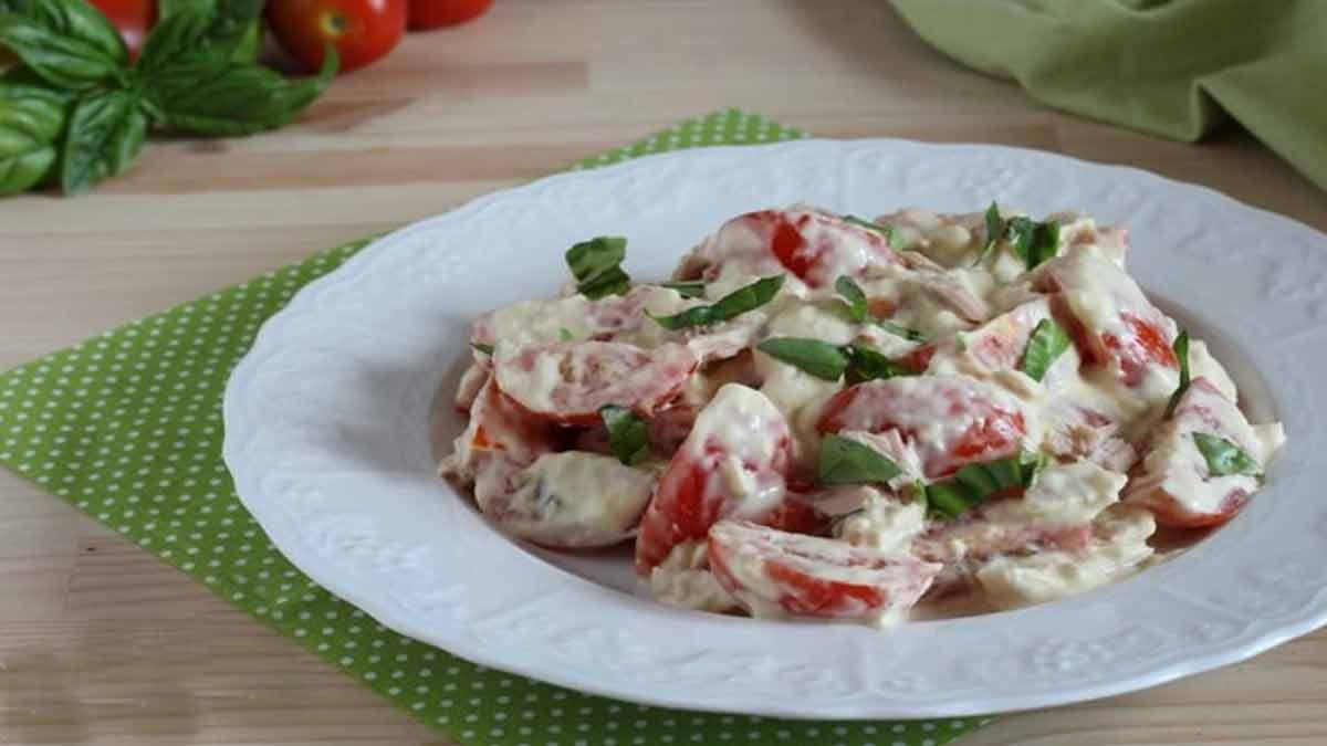 salade de tomates à la sauce au thon