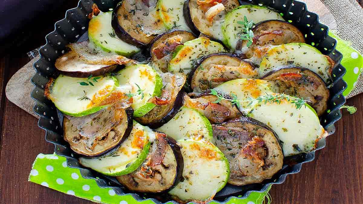 assiette de légumes-bacon aux herbes