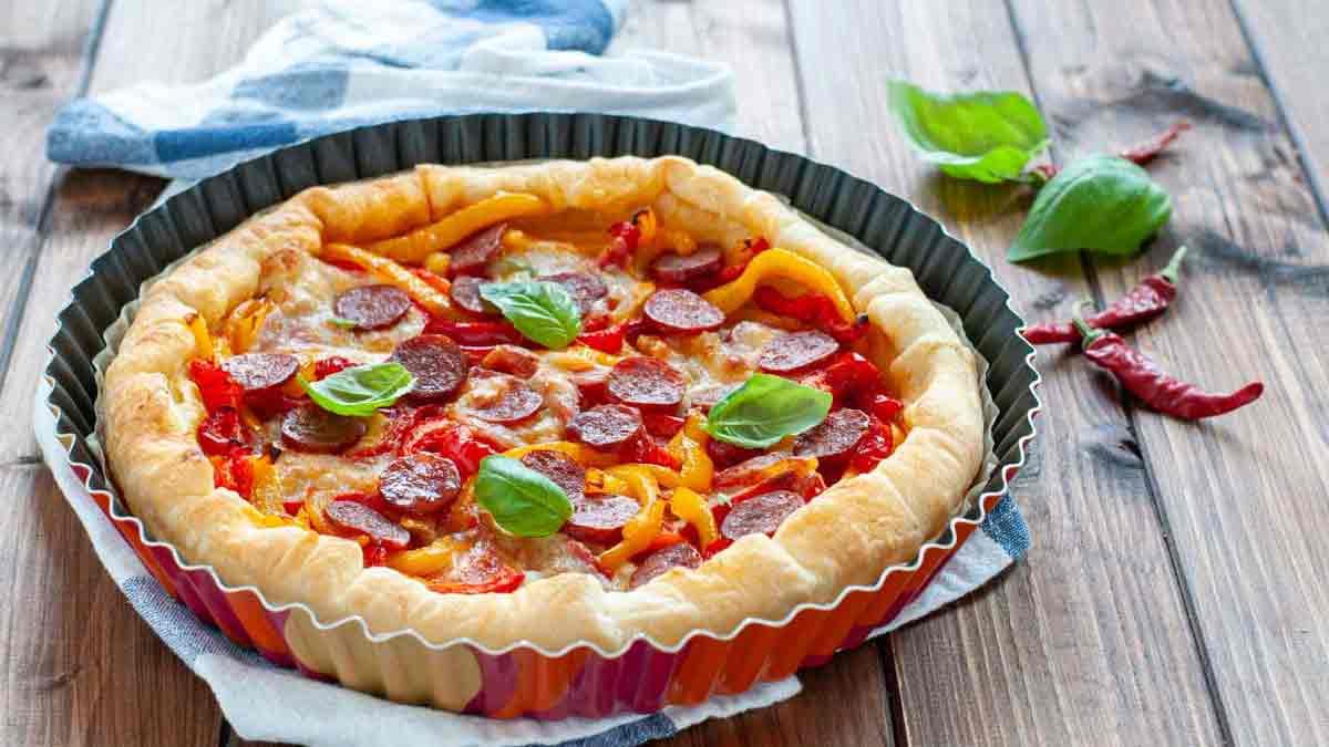 tarte garnie de poivrons-salami