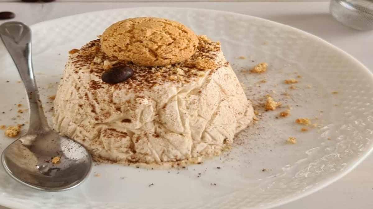 Délicieuse glace au café et au macaron