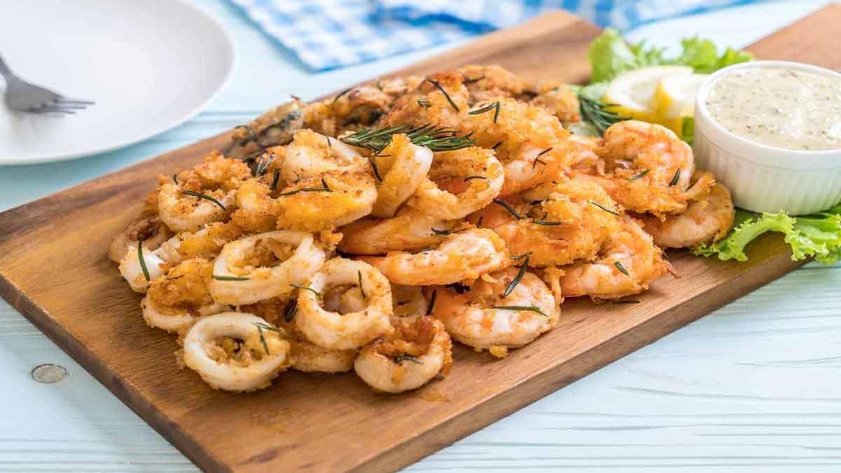 Succulents calamars et crevettes panés