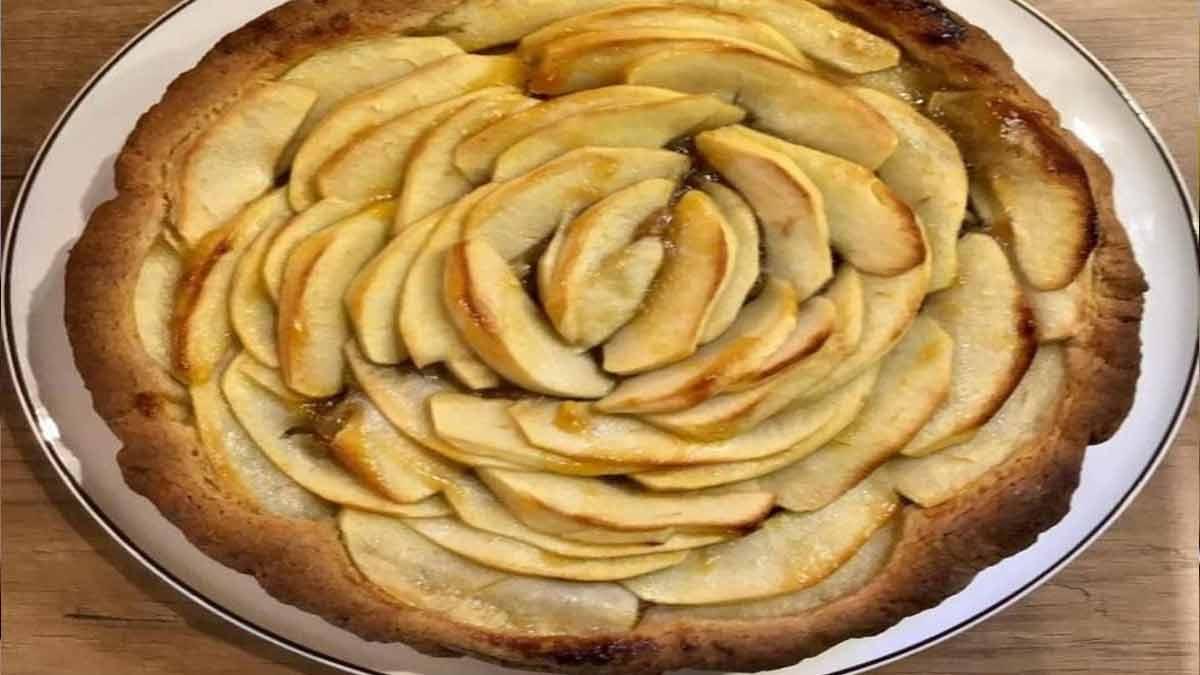 gâteau fourré à la pomme et confiture