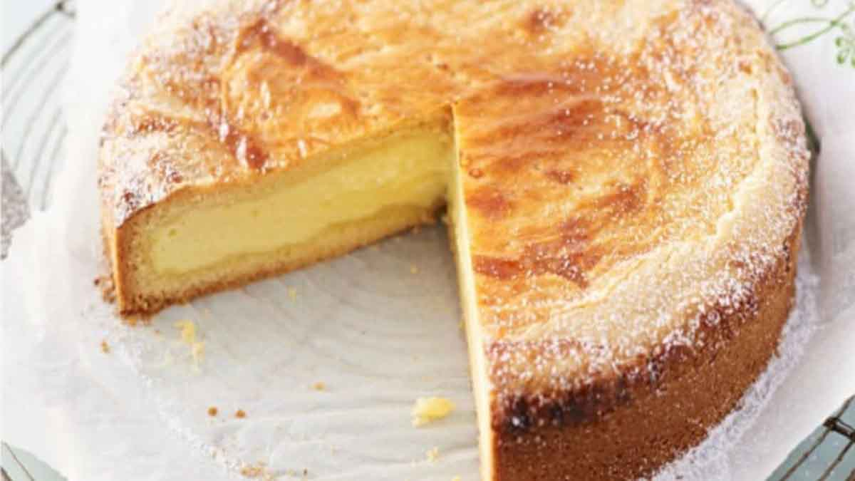 Doux gâteau à la crème pâtissière et amandes