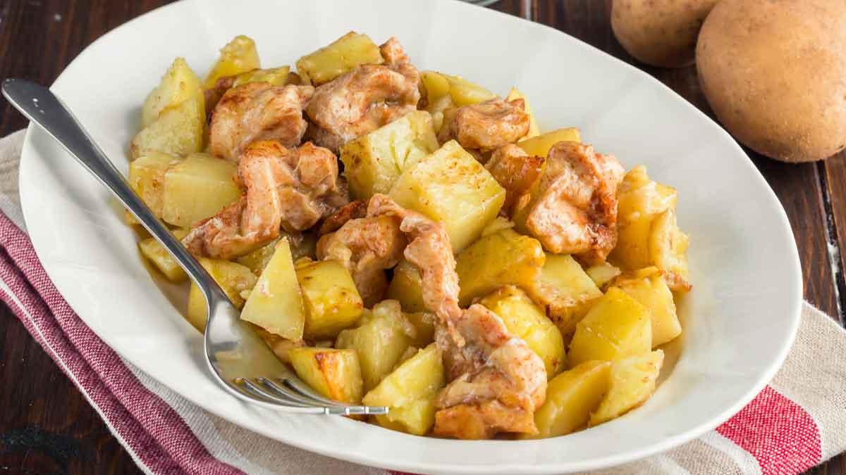 Pommes de terre sautées et poulet au paprika