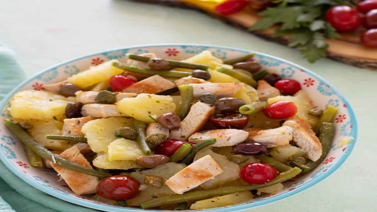 Salade au poulet et aux légumes variés